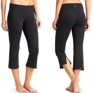 ATHLETA Black Power Up Capri Pants Size Small